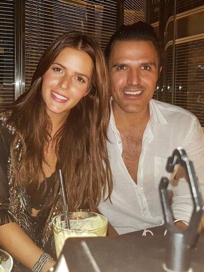 La historia de amor de Claudia Álvarez y Billy Rovzar no inició el día en que un amigo en común los presentó, sino varios meses después.