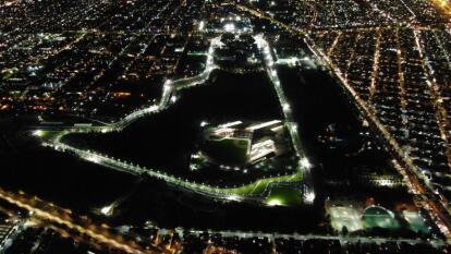 La carrera de 24 horas de duración es más dura para todos durante la fría noche en Iztacalco.