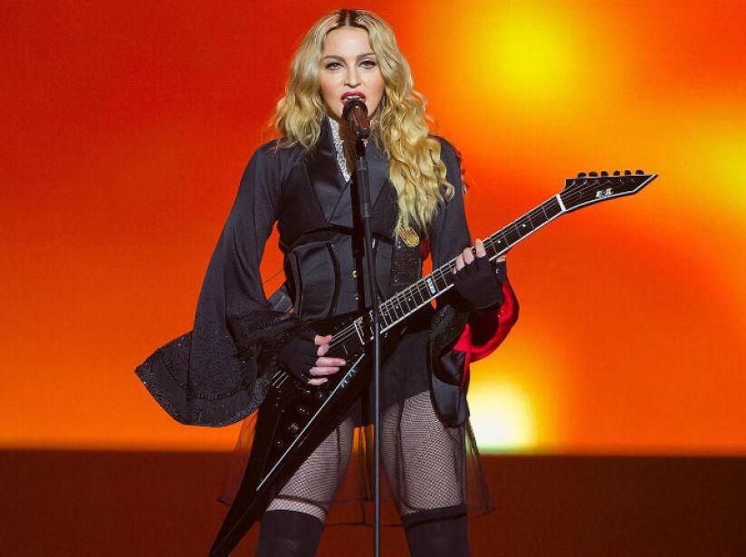 8. Madonna: La prensa corrió el rumor, desmentido por ella, de que actuaba borracha en sus shows de Australia.