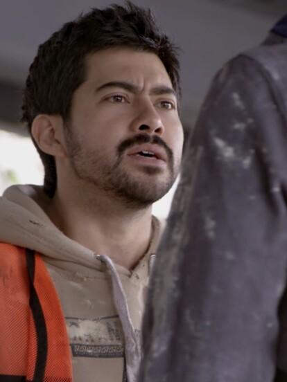 Dos albañiles, Rubén y Toño, discuten cuando el primero descubre que su amigo sostiene una relación con su hermana.