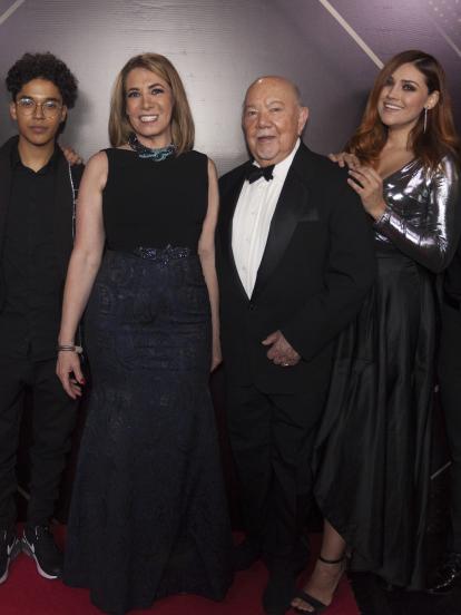 Productora, elenco base y conductores digitales de 'Como dice el dicho' se reunieron la noche de los Premios TVyNovelas 2020 para hacer una exclusiva alfombra roja con sus mejores atuendos.