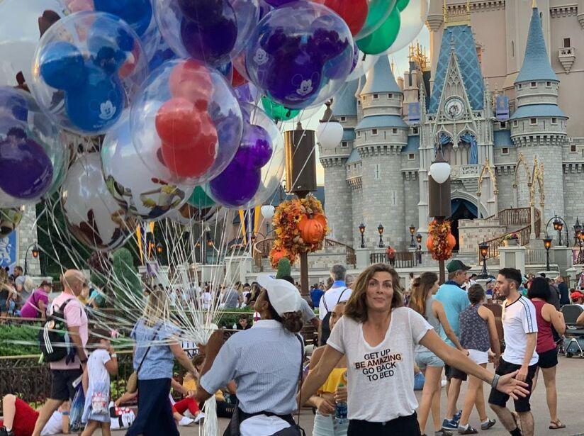 Montserrat Oliver, Natalia Téllez y Mauricio Mancera como niños en Disney