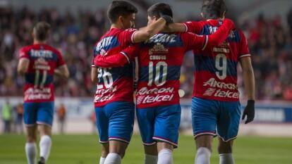 """Con goles de Eduardo """"Chofis"""" Lóez y Jesús Angulo, Chivas gana y cierra su pretemporada con marca perfecta."""