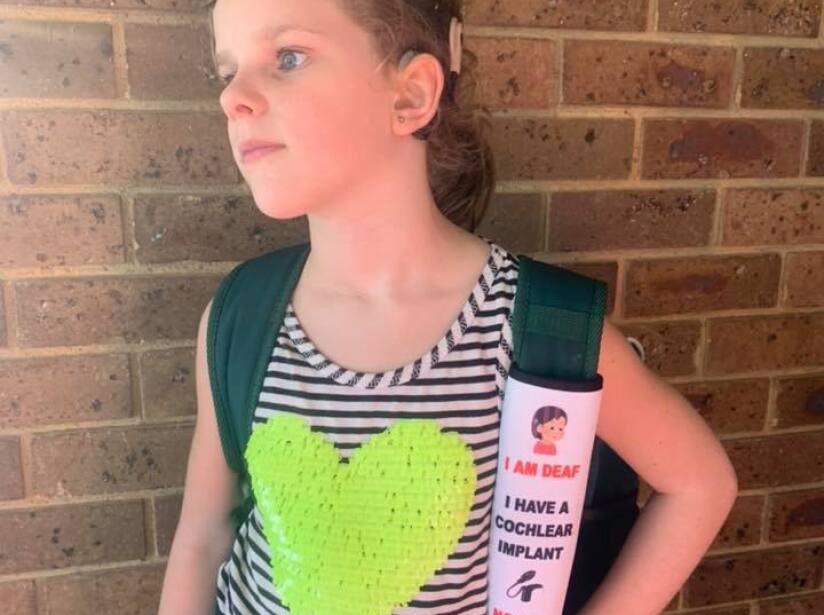 Madre crea cinturones de seguridad especiales para niños con diferentes discapacidades