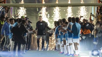 Emoción, goles, amigos, exfutbolistas, jugadores en activo y lágrimas, así se desarrolló la despedida del argentino nacionalizado mexicano.