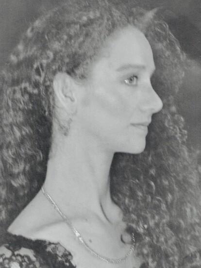 Mercedes Vaughan es una actriz nacida en Costa Rica que se trasladó a México para trabajar como bailarina profesional.