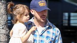 Paparazzi: Ryan Gosling de 'papacito' y la familia Derbez de paseo
