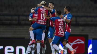Chivas venció 4-3 al América en las semifinales de la Copa GNP Por México en un partido lleno de emociones..