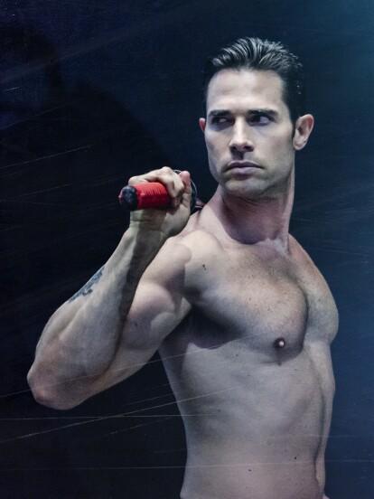 """En """"El Dragón"""", Sebastián Rulli, nos conquistó de nueva cuenta con su capacidad actoral, fuerza, cuerpo y destreza. Ve aquí algunas imágenes que lo comprueban.   <br><br><i>'El Dragón', gran estreno 4 de mayo a las 9:30 pm. con Las Estrellas.</i></br></br>"""