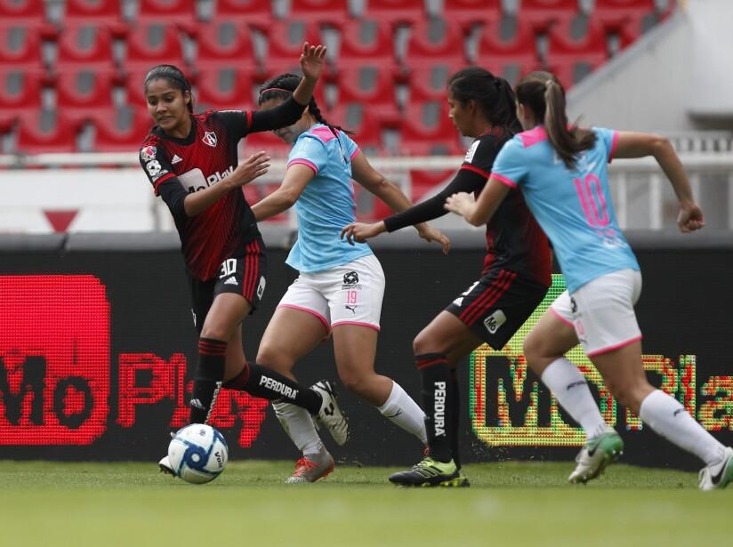 La serie se definirá en la vuelta el 18 de noviembre tras empatar a cero goles en el primer encuentro.