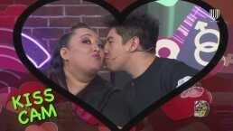 Daniel Sosa y Michelle Rodríguez simulan que son captados por la 'kiss cam' y se demuestran 'amor'