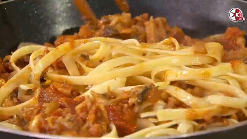 Receta: Fetuccini en salsa de hongos con tomates