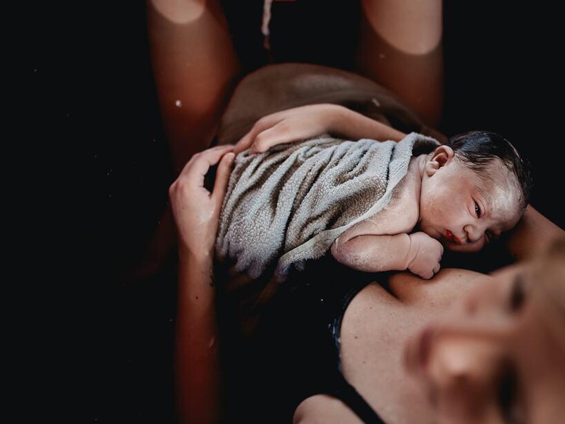 Partos bajo el agua: una montaña rusa de emociones para las nuevas mamás