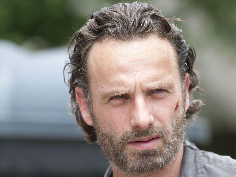 10.- Ve Canal 5: Mira The Walking Dead, lunes a jueves 11 pm; ahí encontrarás todo lo que necesitas. ¡Mucha suerte!