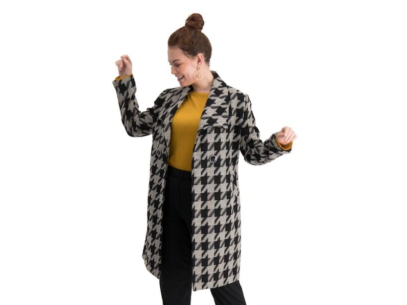 Aislinn Debrez y Mauricio Ochman estrenan su propia colección de abrigos para otoño-invierno 2019