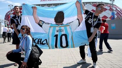 Así llegaron los aficionados de la Albiceleste con mucha ilusión al Estadio Spartak con Lionel Messi como si figura.