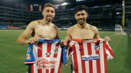 Oribe Peralta y Héctor Herrera intercambian playeras