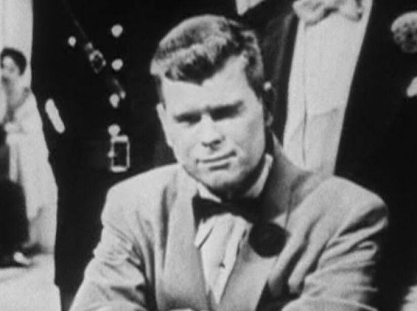1. Barry Nelson (1954): El primer actor que lo encarnó fue este estadounidense en la novela Casino Royale.