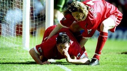 El entonces delantero del Liverpool, Robbie Fowler, fue el actor de una de las celebraciones más pólemicas en la historia del futbol.