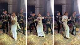 Lucero pone a bailar al Mariachi Gama 1000 moviendo las caderas al ritmo de 'Cuéntame'