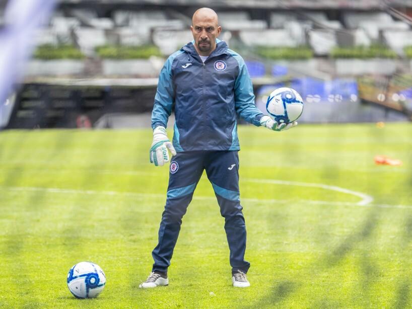 Entrenamiento de Óscar 'Conejo' Pérez con el Cruz Azul.