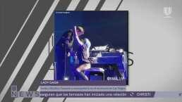 Bradley Cooper sorprende a Lady Gaga en el escenario