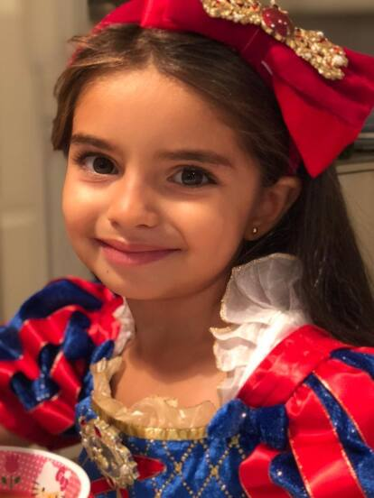 Desde que Aitana llegó a este mundo, sus famosos padres y sus medios hermanos compartieron en redes sociales infinidad de fotografías de la menor, quien según Vadhir Derbez llegó a unir más a la familia.