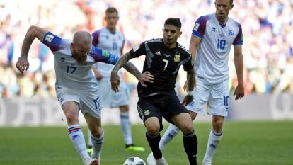 Sergio Agüero marcó el 1-0 al 18' con una media vuelta que impactó con su pie izquierdo; los islandeses empataron por conducto de Alfreð Finnbogason tras aprovechar un rebote al 22'. Hannes Þór Halldórsson le detuvo un penal a Lionel Messi al 66' y evitó el triunfo de Argentina.