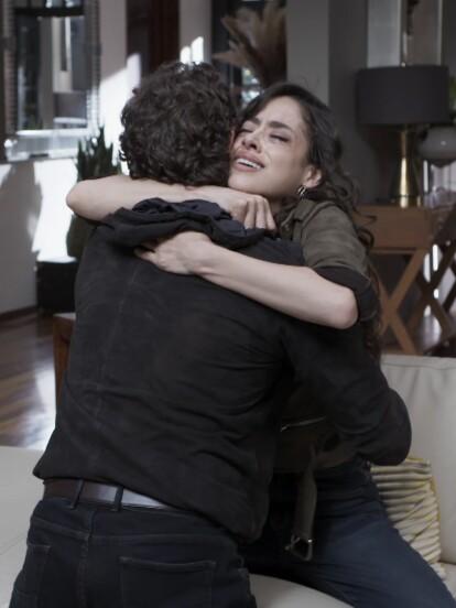 """El capítulo final de """"Te Acuerdas de Mí"""" dio inicio con 'Pedro' llegando a salvar a su amada 'Vera' del intento de asesinato que 'Fausto' había planeado en su contra."""