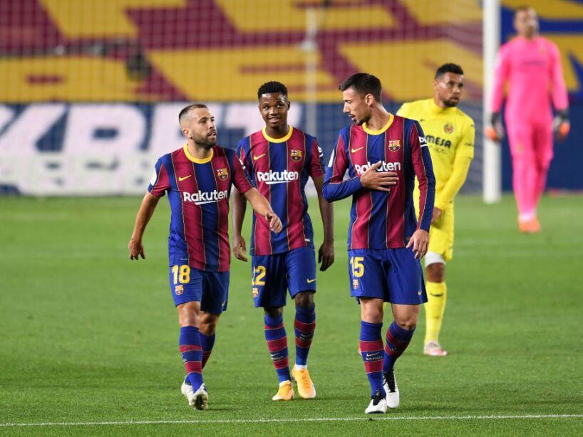 El Barcelona inicia con el pie derecho en la era Koeman. Con cuatro goles, el Barcelona gana al Villarreal durante la tercera jornada. Ansu Fati se se estrenó con dos goles, Messi anotó el tercero y Pau Torres el cuarto gol