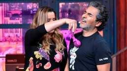 Raúl Araiza recibe una clase de la máster en sexualidad Edelmira Cárdenas y se pone nervioso