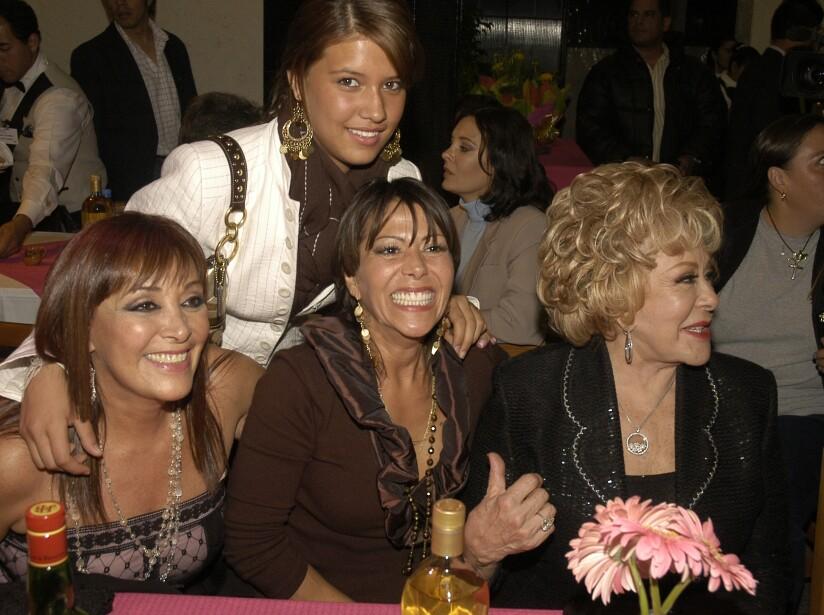 Resultado de imagen para Enrique Guzmán fue un padre ausente con los hijos que tuvo con la Pinal