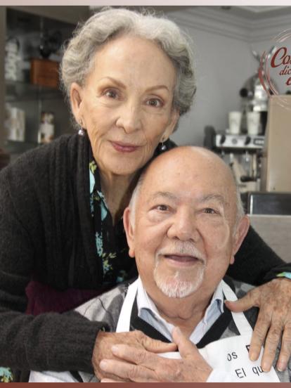 """Isela Vega falleció este miércoles 10 de marzo, a los 81 años de edad, víctima de cáncer. <br><br>La actriz realizó los dichos: """"De joven de ilusiones, de viejo de recuerdos"""" y """"Los dichos de los viejitos son evangelios chiquitos"""", en éste último actuó al lado de su hijo Arturo Vázquez.</br></br>"""
