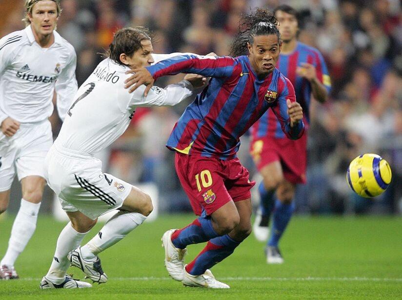 Real Madrid's Michel Salgado (L) vies wi