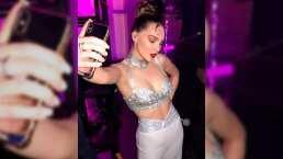 Belinda sufre penoso momento al fallarle el micrófono mientras rendía homenaje a Selena Quintanilla