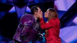 Consuelo Duval besa en la boca a José Manuel Figueroa