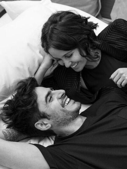 Mediante un post en su cuenta oficial de Instagram, Natasha Dupeyrón reveló la noche de este lunes 2 de diciembre que se comprometió con el también actor Yago Muñoz, a quien conoce desde hace diez años.