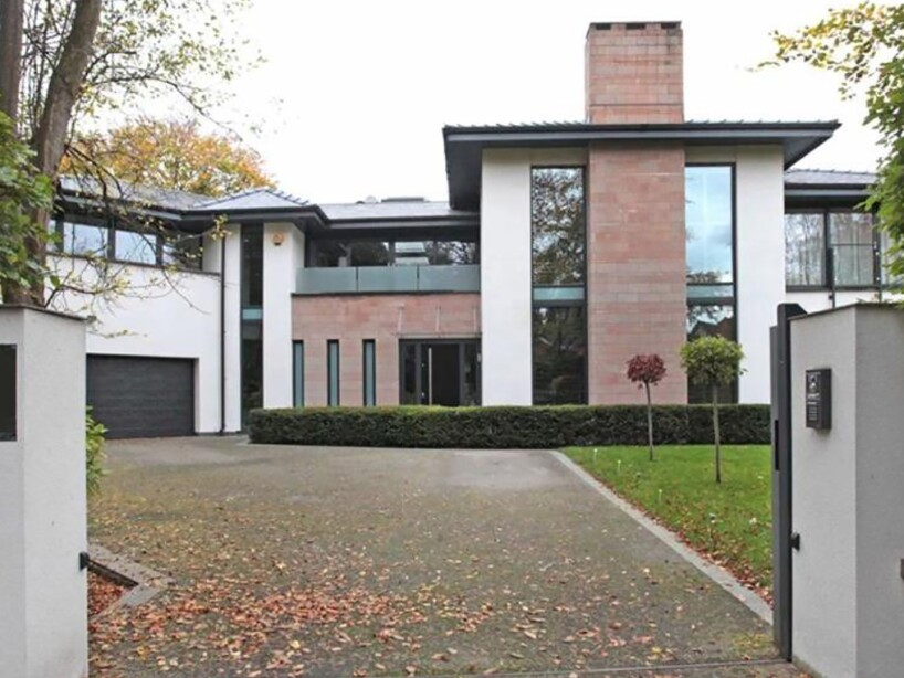 UNITED MIDFIELDER NETS £2.9M CHESHIRE MANSION FOR FRACTION OF ASKING PRICE