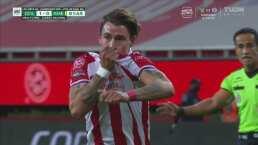 ¡Golazo! 'Chicote' Calderón mete el zapatazo para el 1-0 de Chivas