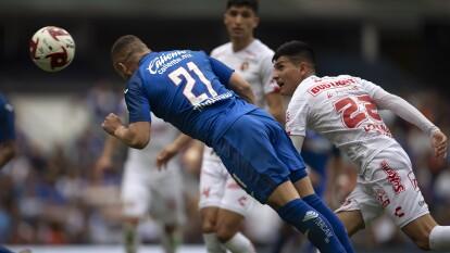 El futbolista uruguayo es el líder de goleo, suma ocho tantos y supera por uno a Gignac y Mena. Te dejamos a los romperredes de la Liga MX.