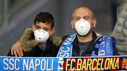 Tras el brote del Coronavirus en Italia, la afición decidió ir al San Paolo pero tomar medidas preventivas para evitar contagios.