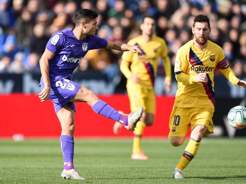 Leganés se fue al frente en el marcador; Suárez y Vidal anotaron los goles para dar vuelta al partido. Youssef (12') marcó para los locales. Suárez (53') y Vidal (79') hicieron los goles del equipo catalán.