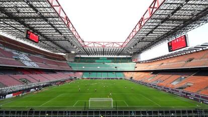 El Estadio Giuseppe Meazza desierto a causa del coronacirus y así jugaron Milan y Genova.