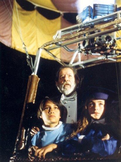 El Abuelo y yo fue una telenovela bajo la producción de Pedro Damián y se estrenó en enero de 1992 con las actuaciones estelares del primer actor Jorge Martínez de Hoyos, quien falleció cinco años después de este melodrama.