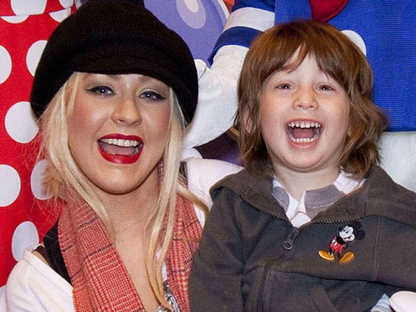 13. Christina Aguilera: La rubia tiene dos hijos de diferentes padres, ellos son Max Liron y Summer Rain.