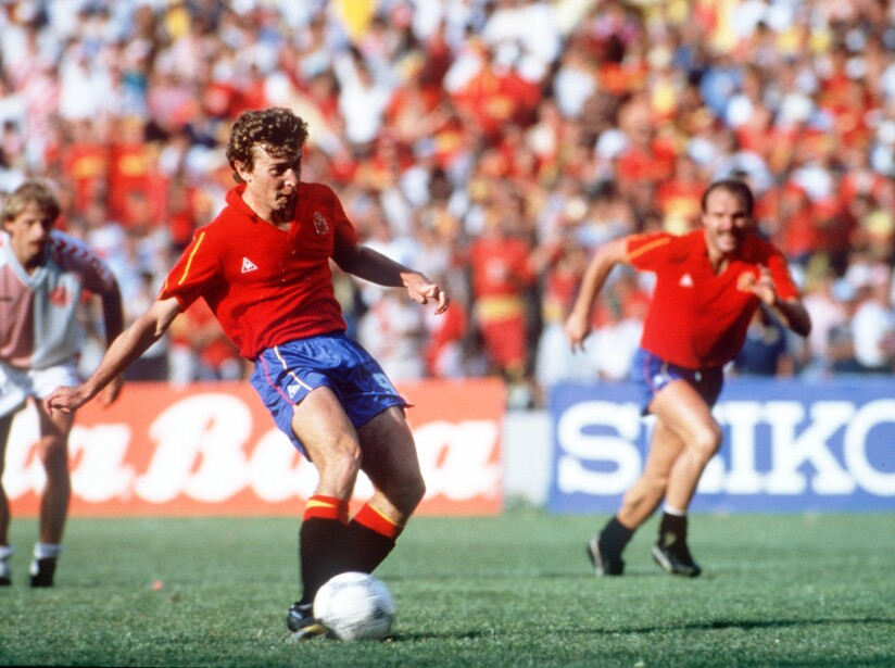 1986 World Cup Finals, Second Phase, Queretaro, Mexico, 18th June, 1986, Spain 5 v Denmark 1, Spain's Emilio Butragueno scores one of his four goals from the penalty spot