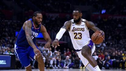 Estas son las imágenes más destacadas en la NBA durante la jornada dominical.