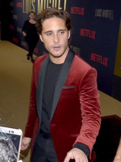 Diego Boneta, encargado de interpretar a Luis Miguel, asistió a la premiere de la bioserie