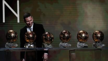 Lionel Messi ganó su sexto Balón de Oro, en 10 años. Así ha cambiado a lo largo de la década desde que alzó su primer galardón.