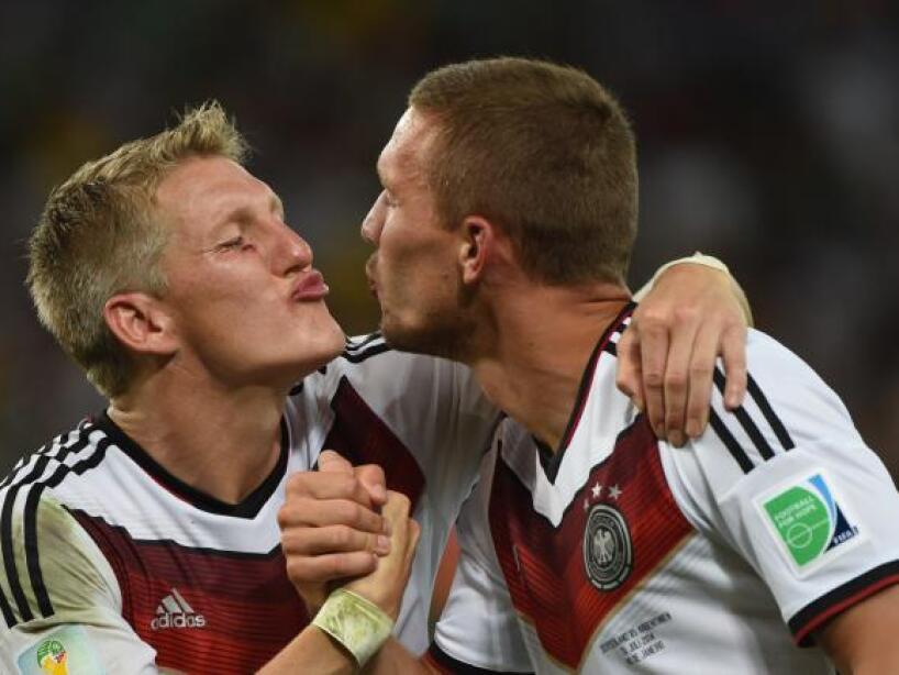 Podolski y Schweinsteiger.jpg